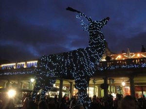 800px-Covent_Garden_Christmas_decorations_2011