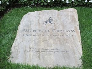 800px-Gravestone_of_Ruth_Bell_Graham_IMG_4206