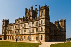 800px-Highclere_Castle_(April_2011)