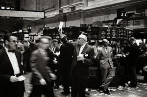 800px-NY_stock_exchange_traders_floor_LC-U9-10548-6