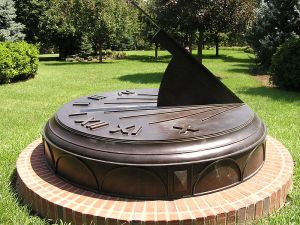 800px-Omaha_Bronze_Sundial_by_Carmichael
