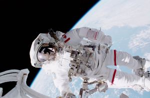 800px-STS_100_Hadfield_EVA