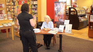 Steph Book Signing Borders, Burleson, 91209 001