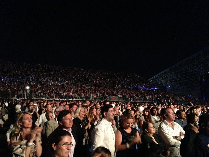 800px-Bocelli-concert-crowd-in-abu-dhabi-du-arena-du-live.jpg